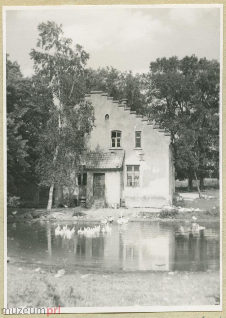 wizerunek  Budynek we wsi Nowe Guty
